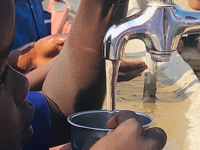 Khartoum - L'intervento in gestione diretta di AICS Khartoum presso la scuola S. Kizito, ha assicurato la distribuzione di cibo e la riabilitazione dei punti idrici della scuola che ospita all'incirca 150 ragazzi e ragazze, provenienti in maggioranza dal Sud Sudan.