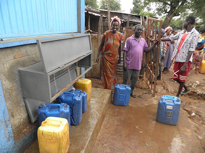 Aics Addis Abeba - Punto acqua a Itang, nella regione di Gambella, realizzato da Unicef con finanziamento AICS, per favorire l'accesso all'acqua delle comunità di Itang che ospitano Rifugiati.