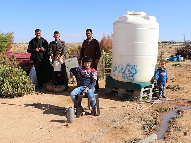 Aics Amman - Campo profughi informale nel nord della Giordania - In questi insediamenti spontanei, situati lontano dai centri urbani, l'accesso all'acqua è limitato e rappresenta una sfida per i loro residenti