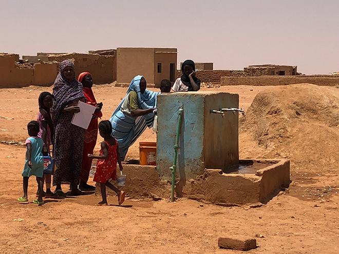 Aics Khartoum - Iniziativa di emergenza - Il pozzo di Al Fatah, periferia di Khartoum, ha assicurato la disponibilità di acqua potabile pro capite per le 3.000 persone dell'area, portando un miglioramento delle condizioni nutrizionali delle popolazioni più vulnerabili.